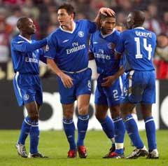 Chelseas Claude Makelele, Frank Lampard, Glen Johnson og Geremi jubler etter målet. (Foto: Reuters/Scanpix)
