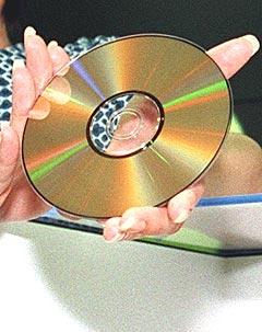 Er cdsingelen på vei bort? Foto: EPA Photo, AFP / Toshifumi Kitamura.