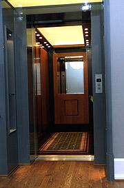 Her heisen til den nye kongeleiligheita på Slottet. Kanskje også dei spelar musakk. Foto: Cornelius Poppe / SCANPIX