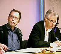 Ordfører Nilsen (til venstre) og rådmann Hægeland i Tysfjord. Foto: NRK