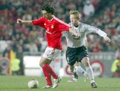 Fredrik Winsnes jager Benficas målscorer Zlatko Zahovic. (Foto: AP/Scanpix)