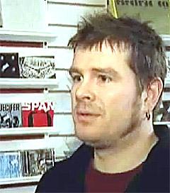 Tor Tessem, daglig leder i Platebutikken Apollon i Bergen. Foto: NRK.