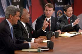 Fra venstre John Kerry, Al Sharpton, John Edwards og Dennis Kucinich. (Foto: CBS)