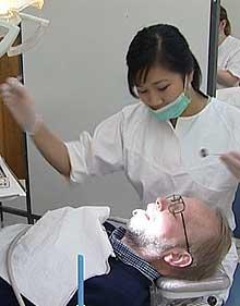 Det kan lønne seg å sjekke priser før du går til tannlegen.
