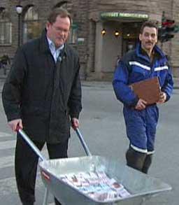 Det vekte oppsikt då Hans Petter Kaaresen betalte pengane kontant.
