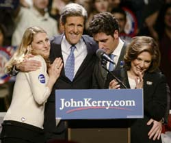 Kampen er på langt nær vunnet for John Kerry. Nå venter en lang valgkamp mot Bush. (Foto: Reuters/Scanpix)