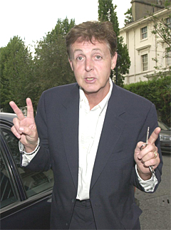 McCartney lager tegnefilm nummer to. Foto: Andy Gatt, AP Photo.