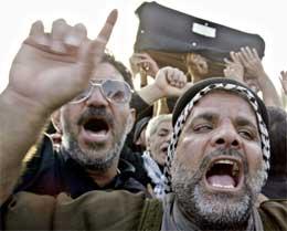 Irakerne begravet i dag sine døde. (Scanpix/Reuters)