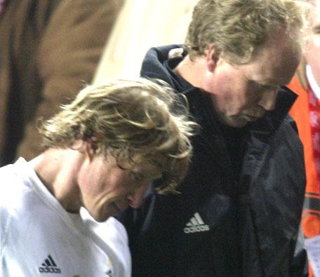 Ørjan Berg og trener Ola By Riise hadde liten grunn til å juble selv om det ble seier (Foto: Scanpix)