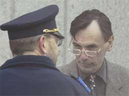 Jean-Marc Connerotte kommer til rettslokalet i Arlon (Scanpix/AFP)