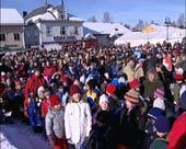 2500 barn åpnet mart'n med sang.