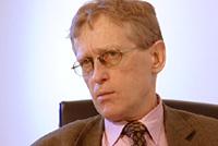 Helsedirektør Lars A. Hansen mener det er svært dramatisk at det er de mest kritisk syke pasientene som lider under at mange psykiatriske institusjoner ikke fungerer som de skal. Foto: NRK Puls