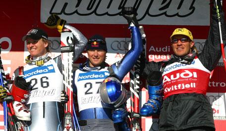 Bjarne Solbakken smilte om kapp med vinner Daron Rahlves, mens Herman Maier jublet litt han også (Foto: Svein Strømnes)