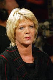 Sp-leder Åslaug Haga fikk med seg Arbeiderpartiet, SV og Fremskrittspartiet og krevde at kulturministeren stanset kjøpet.