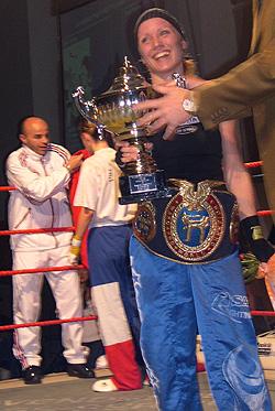 Pokalen er i tegneserie-format. Foto: NRK