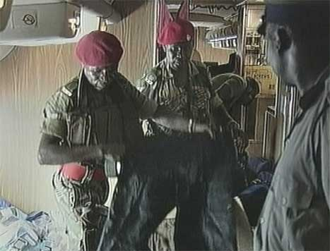 Hæren i Zimbabwe er satt i beredskap etter at det mystiske flyet kom til landet. (Foto: AP/Scanpix)