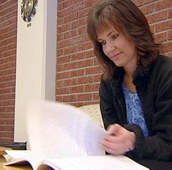 Høgskolelærer Anna-Lena Westbye Pedersen mener det må bli mindre sminke i sjukepleien.
