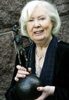Anne Karin Elstad mottok onsdag Den norske leserprisen 2003 (Foto: Scanpix/Lise Åserud)