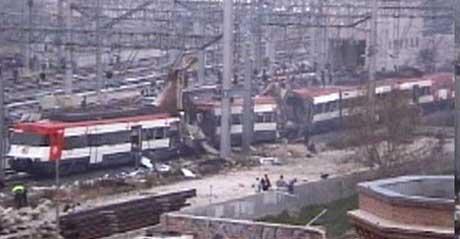 Bilde fra spansk TVE av hovedjernbanestasjonen i Madrid etter eksplosjonene. (Foto: TVE1).
