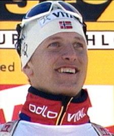 Dagens raskeste mann, Lars Berger, på seierspallen. (Foto: NRK)