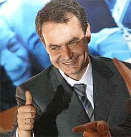 Sosialist-leder Jose Luis Rodriguez Zapatero feiret seieren (foto: Scanpix).