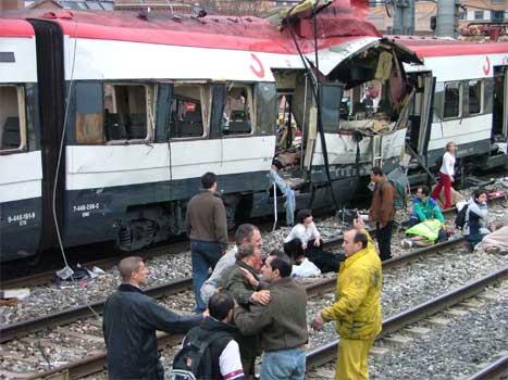 200 menneske miste livet i terroraksjonen mot fleire tog i Madrid sist torsdag. (Foto: Scanpix/Reuters)