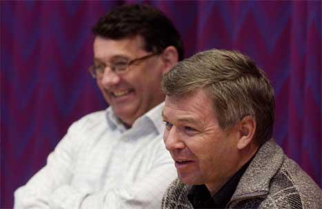 Kjell Magne Bondevik (t.h.) og Per Kristian Foss på pressekonferansen i dag. (Scanpix-foto: Erlend Aas)