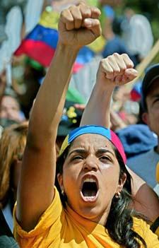 Opprøret mot president Chavez' regime har vart i månedsvis. Her en demonstrant under en protest i mars. (Foto: J. Barreto, AFP)