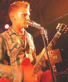 Amund Maarud spilte på Tapperiet under Notodden Bluesfestival i fjor. Foto: Jørn Gjersøe, nrk.no/musikk.