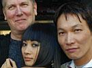 "Hans Petter Moland, Damien Nguyen og Bai Ling er i Oslo for å promotere ""The Beautiful Country"" som har premiere på fredag (Foto:Scanpix/Morten Holm)"