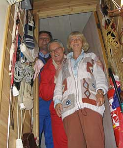 Fra loft og kjeller besøker Karen Marie Strøm. Foto: NRK