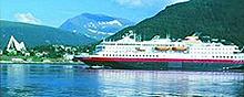 Hurtigruta passerer Tromsø.