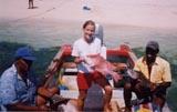 Fiskerne kom inn til stranda med fersk fisk hver dag.