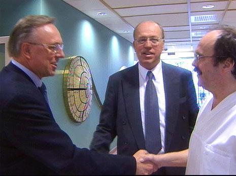 Den nye direktøren tar hilserunde sammen med styreleder Steinar Olsen. Foto: Z. Czaplicki