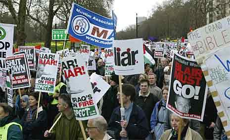 Rundt 25.000 mennesker demonstrerte i London i dag (foto: Scanpix)