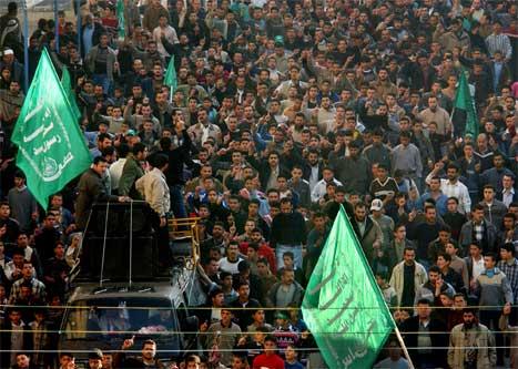 Fleire hundretusen palestinarar demonstrerer i gatene på Gazastripa og Vestbreidda. (Foto: AP/Scanpix)