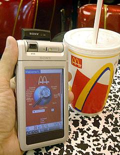 Hos McDonalds i USA får du med musikk nettet på kjøpet når du vil ha hurtigmat. Foto: Sony.