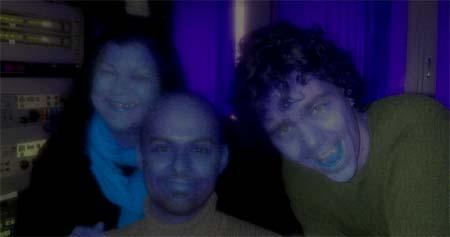 Humorprodusent Vivi Næss, Teknisk ansvarlig Eivin Berger og Skuespiller og manusforfatter Olav Brostrup Muller i dødens studio. Foto:Eline Lindhjem