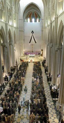 Aludena-katedralen i madrid var fullsett under minnehøgtida i ettermiddag. (Scanpix-foto)