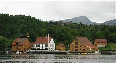Handelsstaden Rugsund. (Foto: Arild Nybø © 2003)