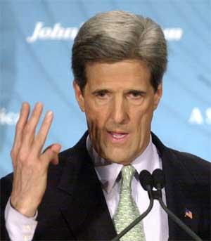 John Kerry under talen på universitetet fredag. (Foto: Scanpix / AP / Carlos Osorio)