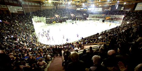 7500 tilskuere fylte Hamar OL-amfi under den nervepirrende finalen søndag. Foto: Cornelius Poppe/SCANPIX
