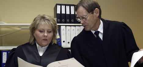 Aktoratet ønsker forvaring for mannen som er tiltalt for å ha plassert en bilbombe i bilen til sin tidligere kone. Foto: Terje Bendiksby/Scanpix