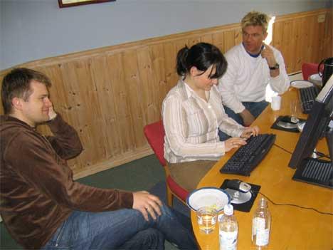 Cato Menkerud (t.v.) og Henning Solberg svarte på de aller fleste spørsmålene de fikk på nettmøtet.