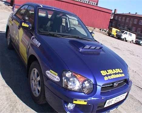 Bilen som kjøreskolen bruker er en kopi av Petter Solbergs rallybil. (Foto: NRK)