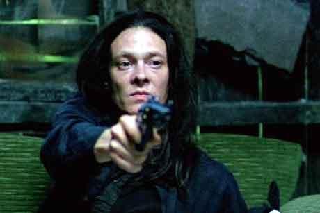 Kristoffer Joner gjør sin hittil mest skrullete rolle mener vår filmanmelder Ivar Winther.