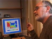 Forskningsleiar Svein Sundby ved Bjerknes Senter for Klimaforskning trur ikkje på dei amerikanske advarslene. Foto: Jo Hjelle / NRK