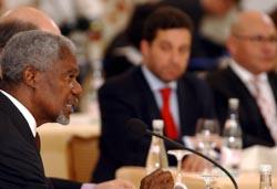FNs generalsekretær Kofi Annan oppfordret partene til fred. Foto: Sigi Tischler, AP/Scanpix.