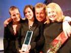 Vinnar i open klasse: Glasurgenerasjonen?, av Kristine Marion Jaklin, Kine Moxness Sandnes og Silje Charlotte Solstad, Tromsø, saman med programleiar Tormod Gjersvold. (Alle foto: Amandusfestivalen)