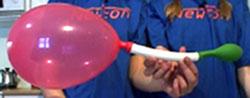 All lufta går over i den store ballongen! (foto: NRK)